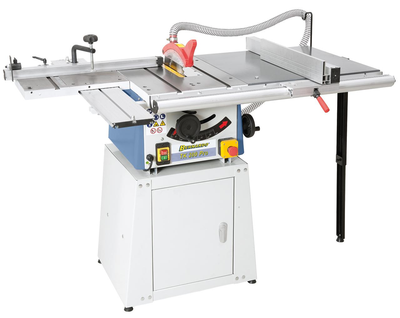 Widok TK 200 PRO w stół rolkowy, przedłużenie stołu i dolna część  maszyny zamknięta.