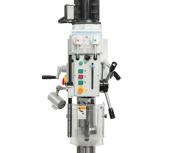 Przejrzyście rozmieszczone elementy przełączające i obsługowe z przodu maszyny.  - 76 - zdjęcie 2