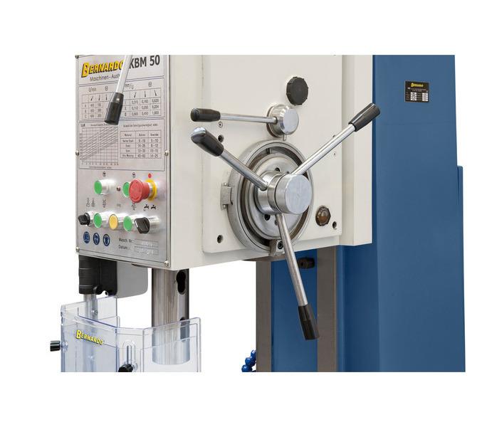 Dostawianie kła za pomocą ręcznego koła, dźwignia do załączania automatycznego sprzęgła posuwu. - 121 - zdjęcie 3