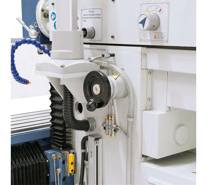 W wyposażeniu standardowym z elektronicznymi pokrętłami do ręcznego posuwu w osi X, Y i Z. - 265 - zdjęcie 6