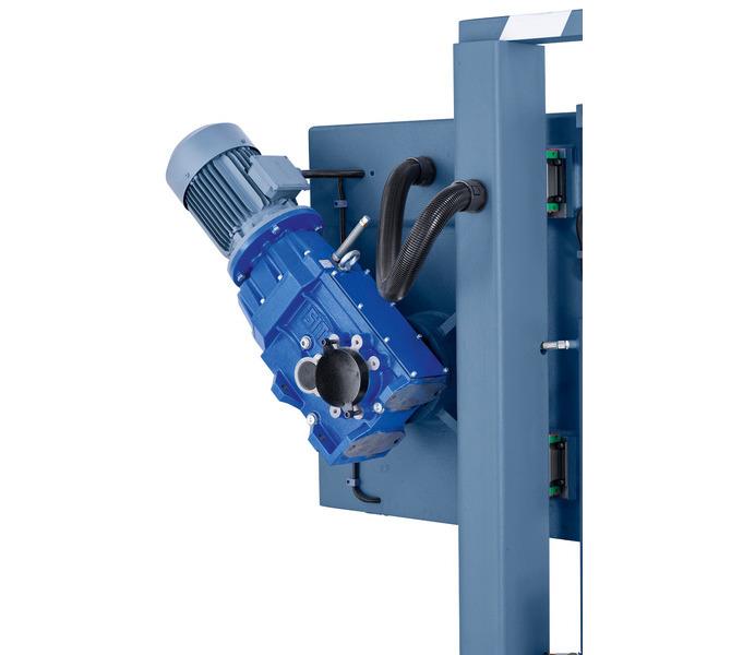 Masywny silnik o wysokim momencie obrotowym zapewnia optymalne przeniesienie napędu. - 467 - zdjęcie 5