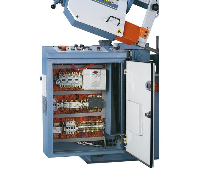 Ergonomicznie umiejscowiona skrzynka rozdzielcza z wysokiej jakości oprzyrządowaniem elektronicznym.  - 475 - zdjęcie 5