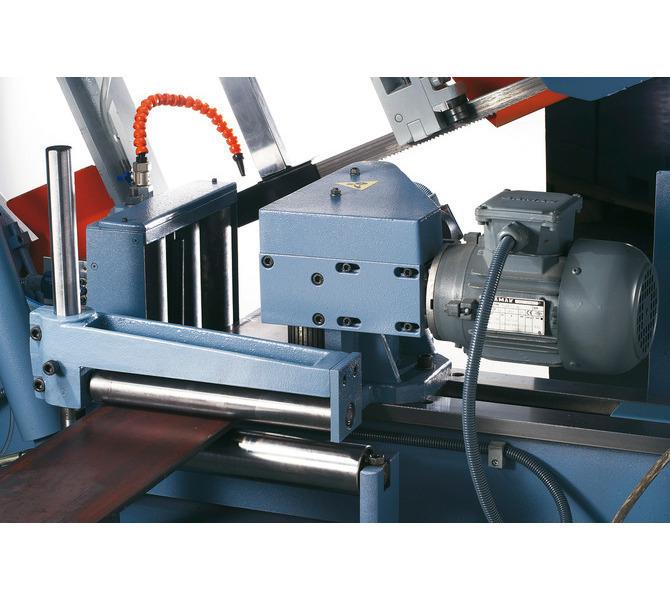W wyposażeniu standardowym imadło posiada napędzane silnikowo rolki posuwu przedmiotu obrabianego.  - 476 - zdjęcie 6