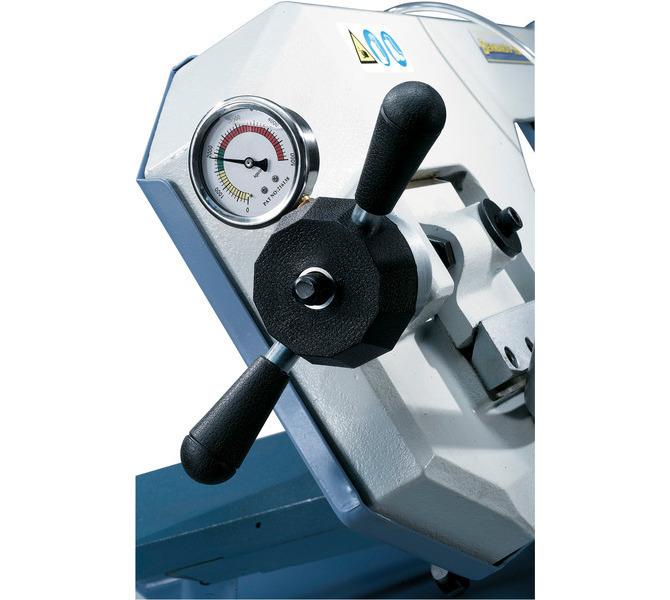 W wyposażeniu standardowym manometr do optymalnej regulacji naciągu piły taśmowej. - 491 - zdjęcie 3