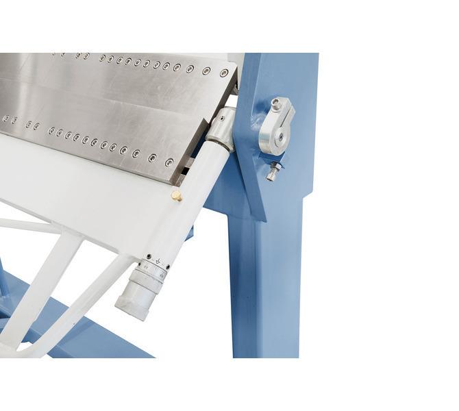 Mittels Einstellschrauben wird die gewünschte Materialstärke schnell und einfach eingestellt. - 770 - zdjęcie 6