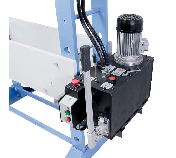 Der Kolbenhub erfolgt wahlweise mittels Handhebel oder Hydraulikpumpe. - 903 - zdjęcie 4