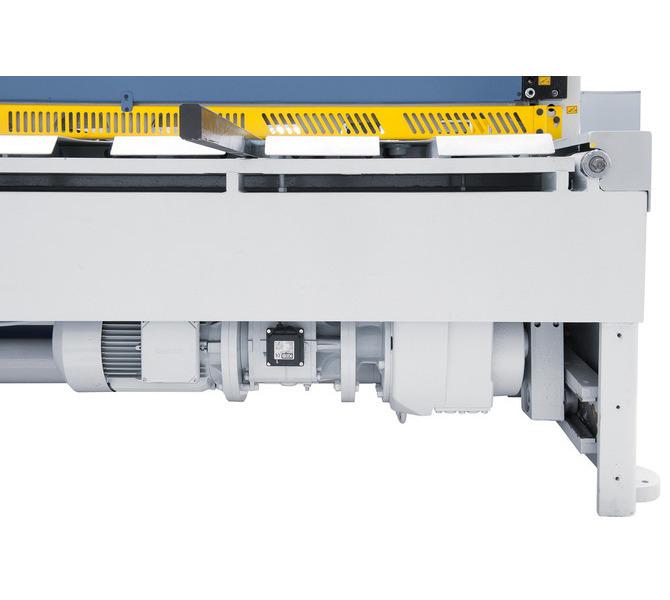 Leistungsstarker Antriebsmotor und robustes Getriebe für eine optimale Kraftübertragung. - 955 - zdjęcie 8