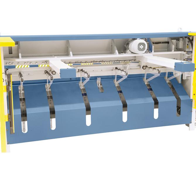 Die pneumatische Blechhochhaltevorrichtung (Option) verhindert ein Durchbiegen von Dünnblechen und gewä... 957 - zdjęcie 11
