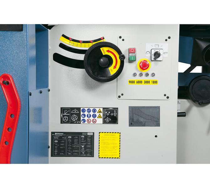 Ergonomicznie rozmieszczone przełączniki i elementy sterujące, wyświetlacz prędkości LED. - 1235 - zdjęcie 9