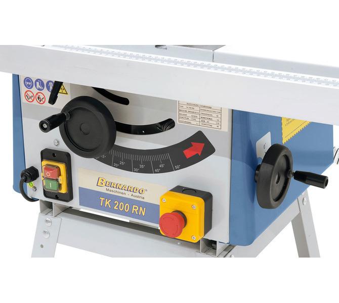 Przestawianie agregatu piły  przez ergonomicznie umieszczone pokrętła na korpusie maszyny. - 1272 - zdjęcie 6