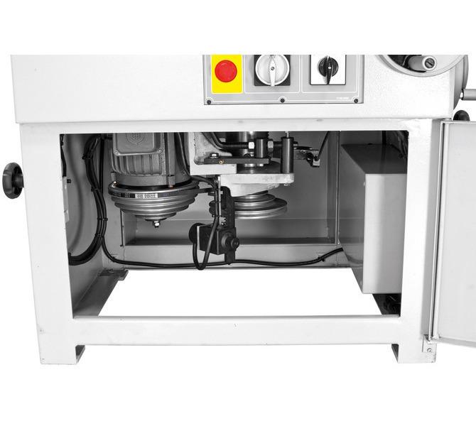 Duży otwór z przodu maszyny umożliwia łatwą zmianę pasków w celu regulacji prędkości  obrotowej - 1348 - zdjęcie 13