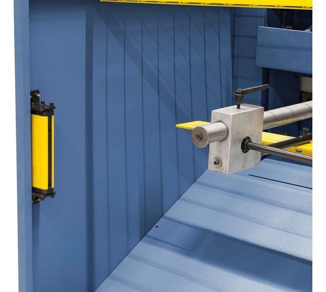 Standardowo montowana bariera świetlna zapobiega ingerencji w pracującą maszynę. - 5694 - zdjęcie 4